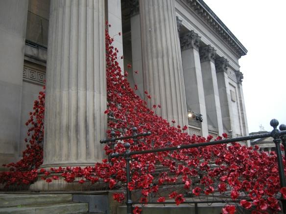 war-memorial-poppies-at-liverpool-014