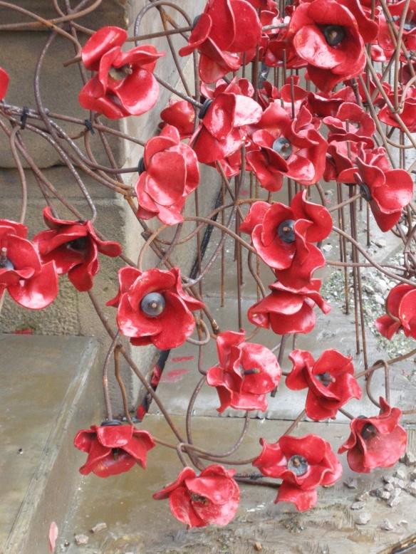 war-memorial-poppies-at-liverpool-023