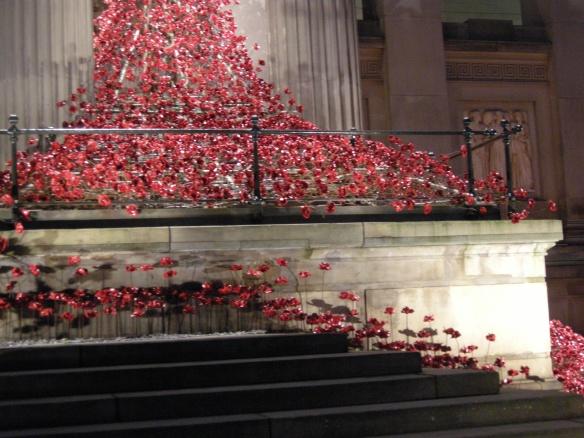 war-memorial-poppies-at-liverpool-031