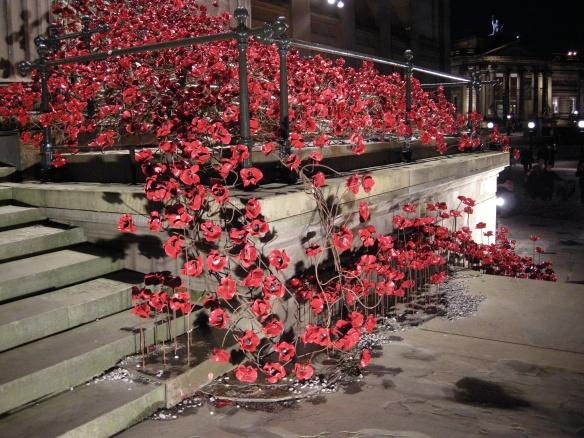 war-memorial-poppies-at-liverpool-044
